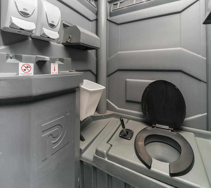 Toilette Avec Chasse Deau Et Lavabo Toilette Mobile Toilettes